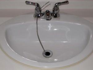 Déboucher un lavabo sans Drano - recette écologique à base de bicarbonate de soude et vinaigre