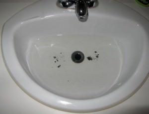 Déboucher un lavabo sans Drano - recette écologique à base de bicarbonate de soude et de vinaigre - Résidus