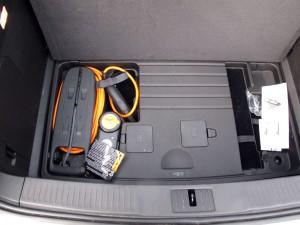 Emplacement du chargeur 120V inclu avec la Chevrolet Volt dans le sous-coffre  - essai routier