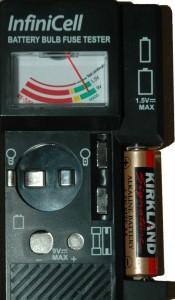Pile alcaline AA après la recharge avec le chargeur RONA ECO