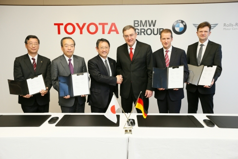 Signature entente collaboration Toyota et BMW