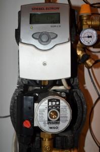 Controleur solaire Stiebel Eltron et pompe circulatrice de glycol Wilo S-16 pour chauffe-eau solaire