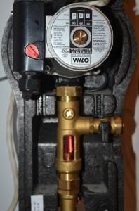 Pompe circulation glycol Wilo et le débitmètre - chauffe-eau solaire