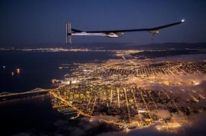 Vol d'essai avion solaire Solar Impulse au dessus du pont Golden Gate