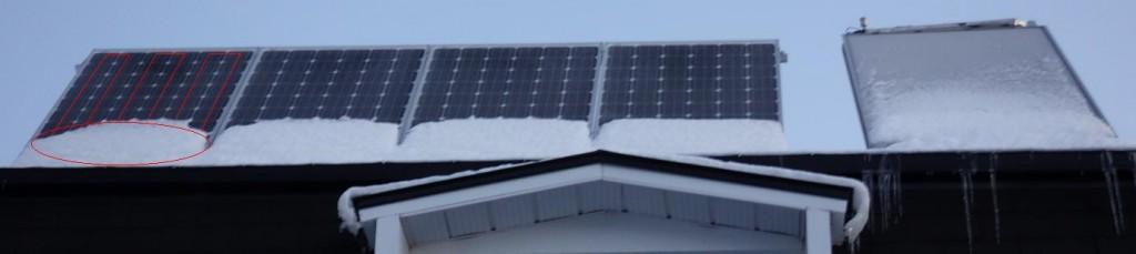 Panneaux solaires, l'hiver,  sous la neige à Montréal ( Québec )
