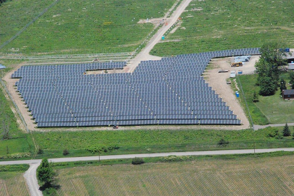 Centrale solaire Alderville constituée d'environ 23000 panneaux solaires photovoltaiques