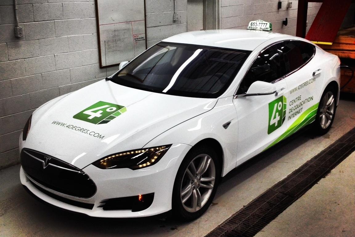 Une première en Amérique du Nord – Un taxi électrique Tesla S prend la route à Québec