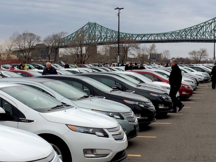 Rassemblement record véhicules électriques Montréal