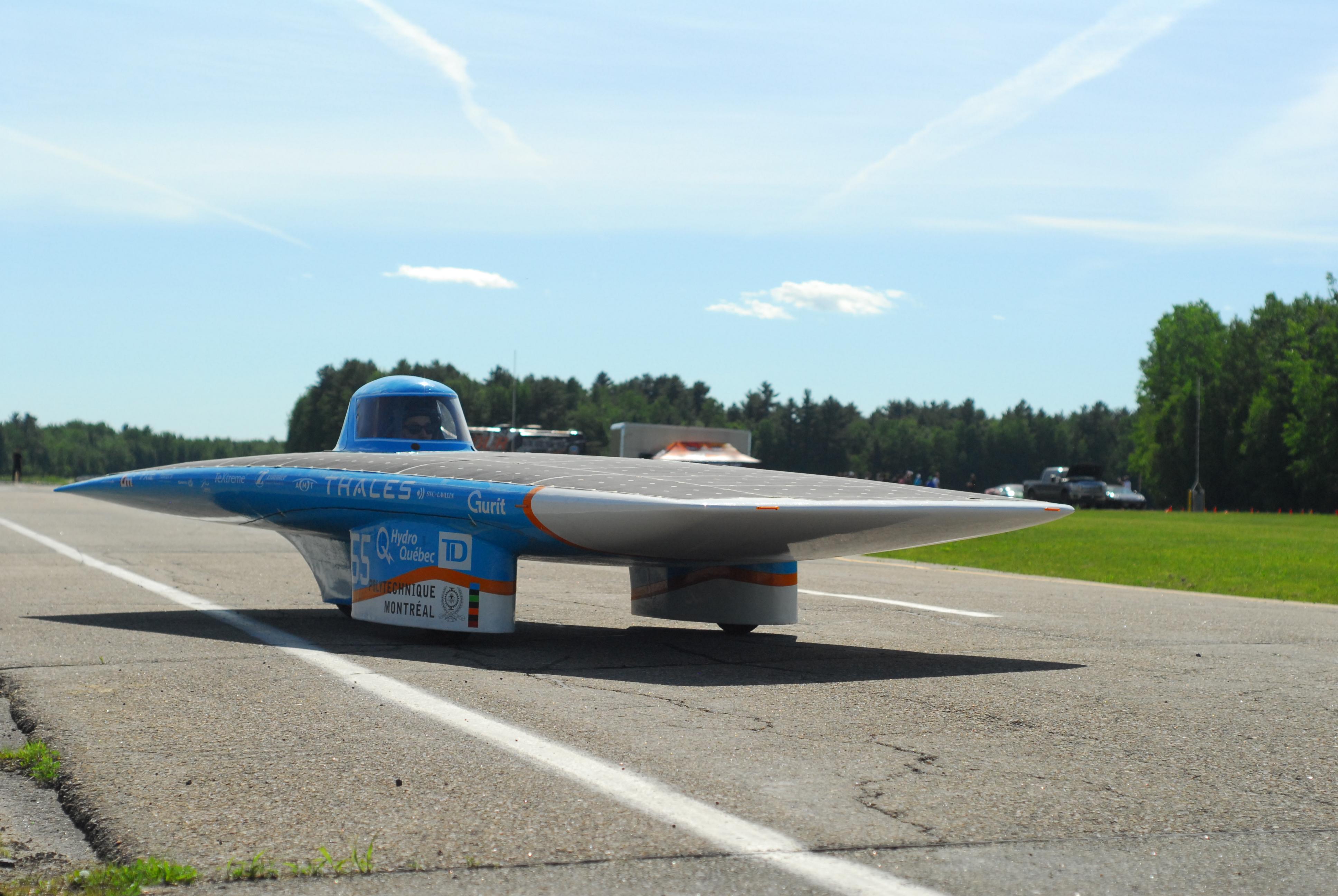 Les derniers essais de la voiture solaire Esteban VII avant son départ pour l'American Solar Challenge 2014
