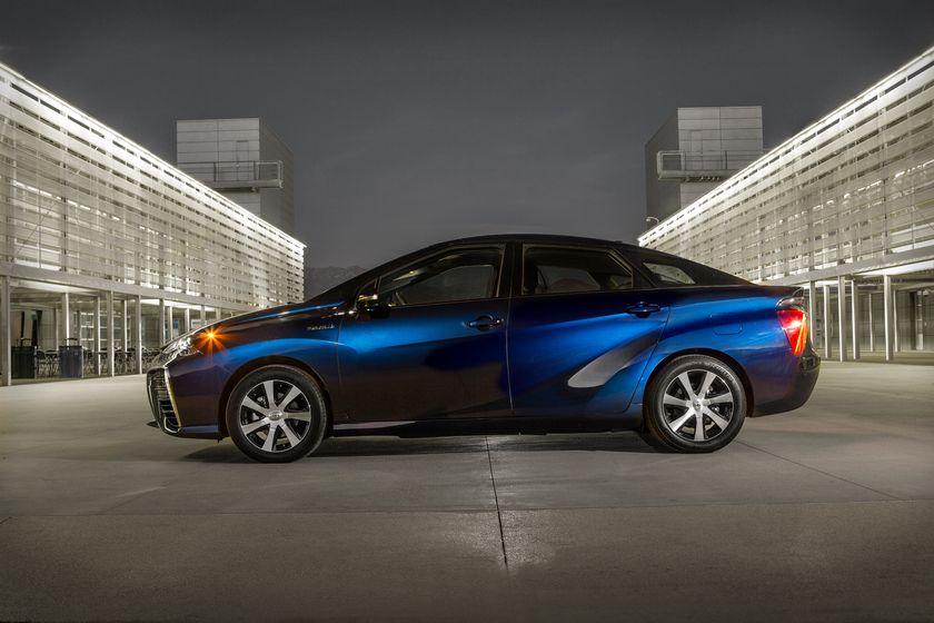 La Toyota Mirai amène le futur dans votre entrée, vraiment ?