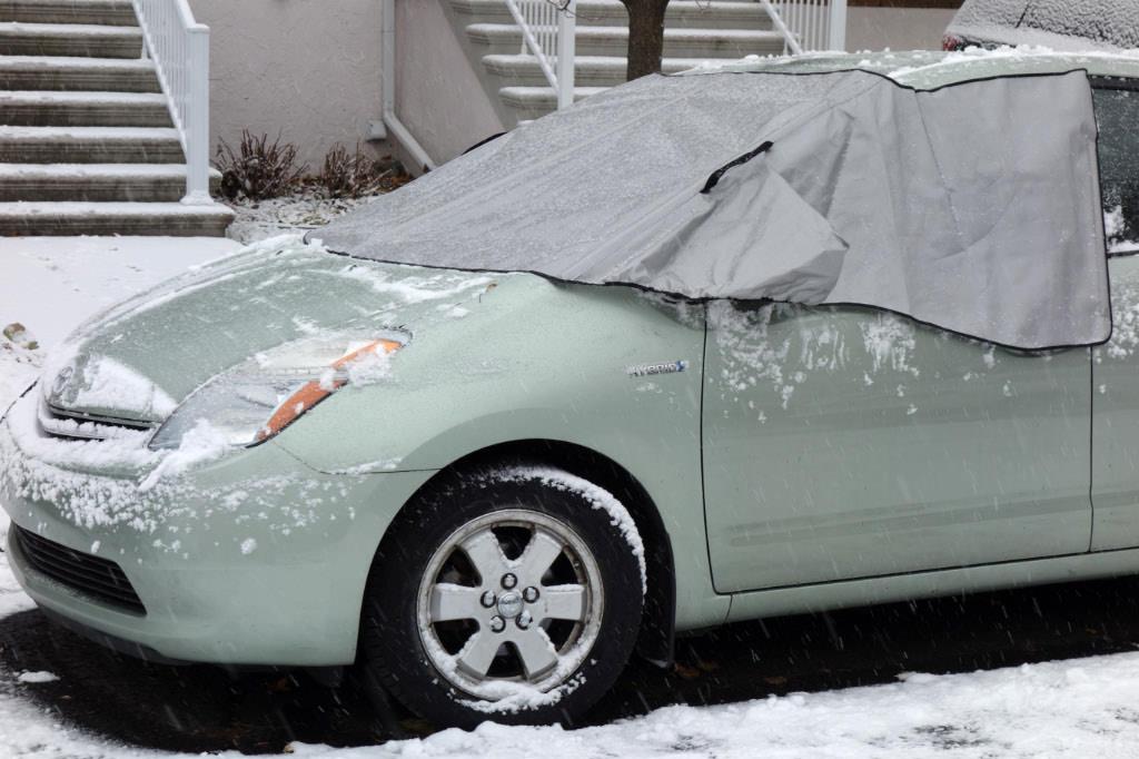 """Une housse """"Minigarage"""" pour notre Toyota Prius et notre Nissan LEAF"""