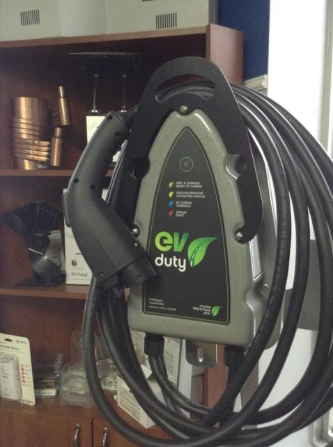 Borne de recharge pour voitures électrique EVduty de la compagnie québécoise Elmec