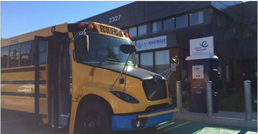 Des bornes pour autobus scolaires et véhicules lourds signées AddÉnergie