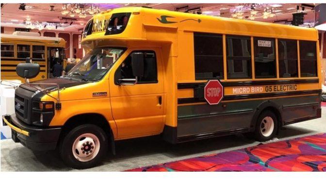Deux nouveaux autobus scolaires électriques pour Girardin
