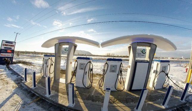 La première Superstation universelle de recharge rapide pour voitures électriques à Beloeil