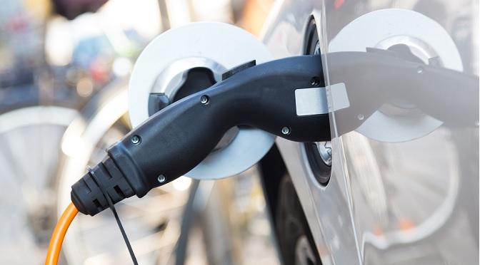 Une aide financière de 2 000$ pour les acheteurs de voitures électriques habitant à Laval