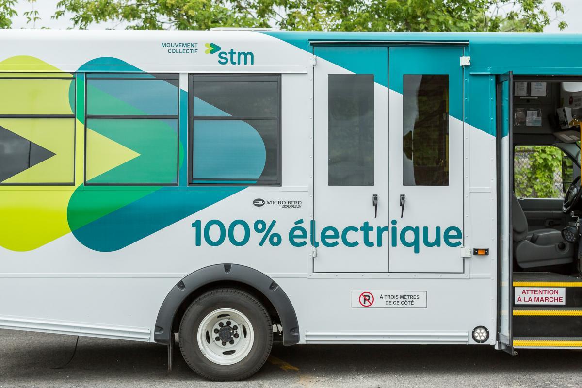 Autobus transport adapté électrique STM Girardin