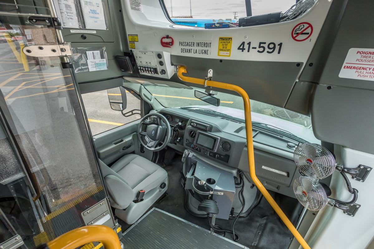 Autobus electrique transport adapté Girardin Blue Bird STM intérieur