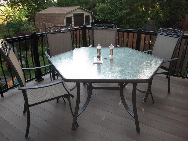 Terrasse / patio / deck en planche de plastique recycle Cascades Perma-Deak